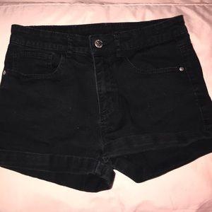 Super cute black H&M shorts! Fit 13-14Y